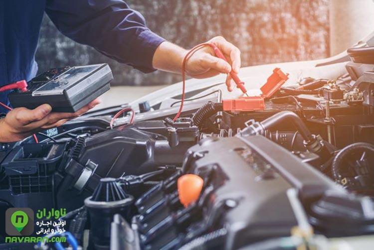 چک کردن باتری خودرو قبل از اغار رانندگی در زمستان